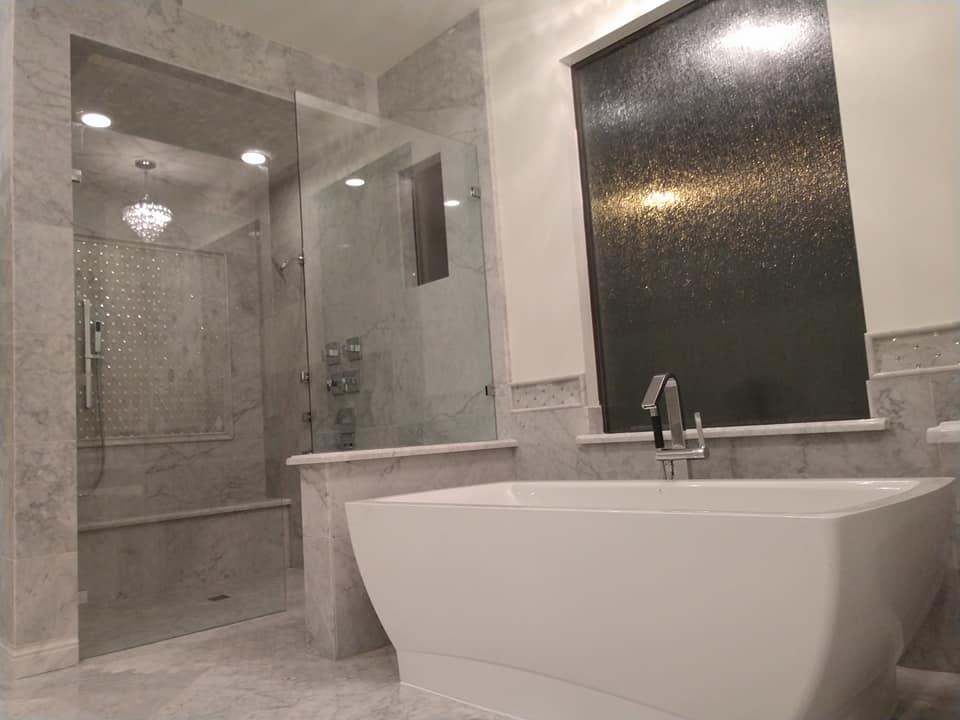 Modern Bathroom Tub and Shower
